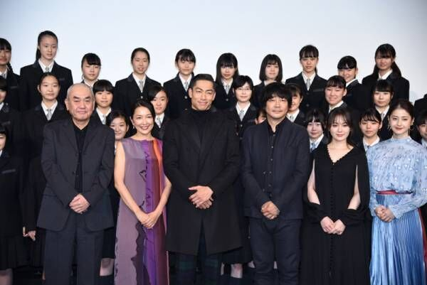 AKIRA、「この道」合唱指揮に「東京ドームより緊張」大森南朋も称賛