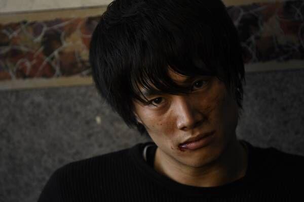 """鈴木伸之、危険なハンマーアクション&一切セリフなしの""""怖すぎ""""演技"""
