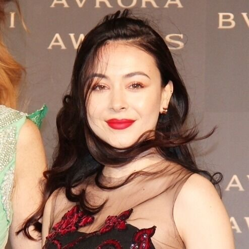 後藤久美子の娘・エレナ、花柄ドレスでゴールデンカーペット登場