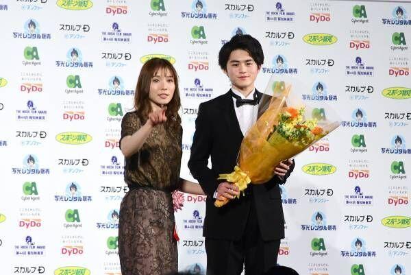 「去年まで岡山の普通の高校生」鈴鹿央士が、新人賞で自然体スピーチ