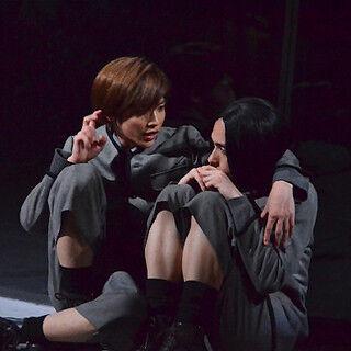 志尊淳、ギムナジウム舞台に思春期の性愛の葛藤表現 - 『春のめざめ』