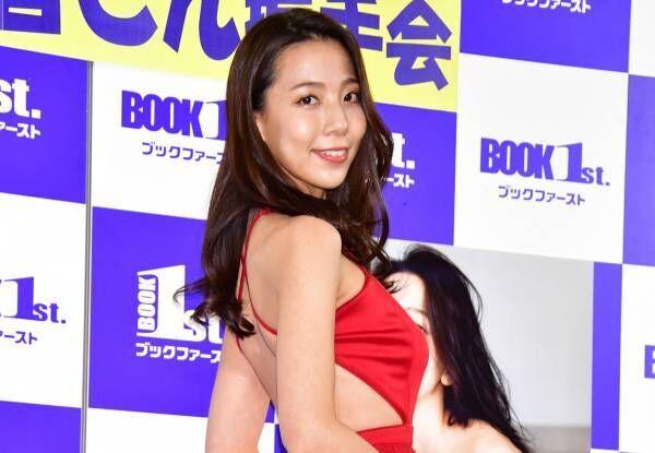 人気お天気キャスターの池岡星香、セクシー衣装姿で背中パックリ