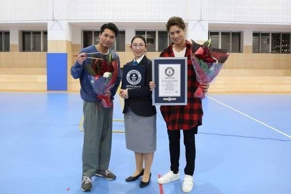 劇団EXILE鈴木伸之&八木将康、マシュマロキャッチでギネス世界記録達成