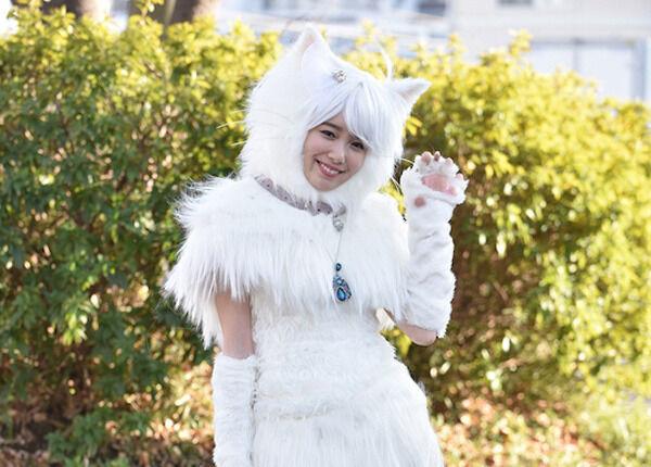 """飯豊まりえ、""""絶対領域""""まぶしいキュート&セクシーな白猫姿"""