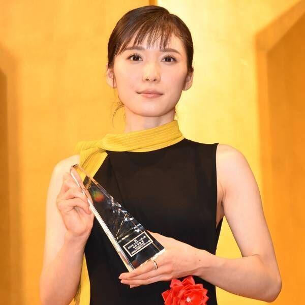 松岡茉優、新人賞で成長誓う「人としても、女優さんとしても」
