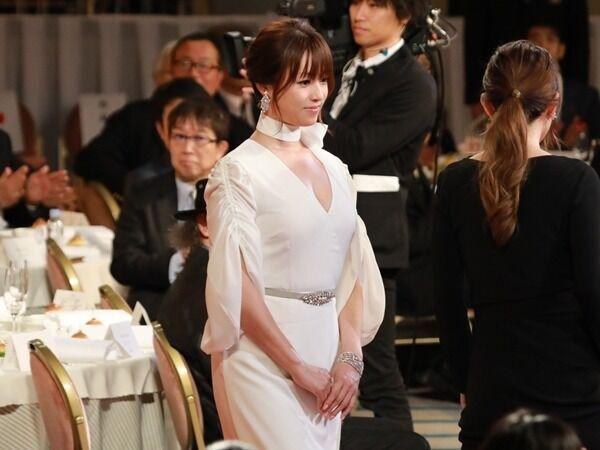 深田恭子のセクシーすぎる衣装が話題「ドロンジョ様」の声も-写真特集