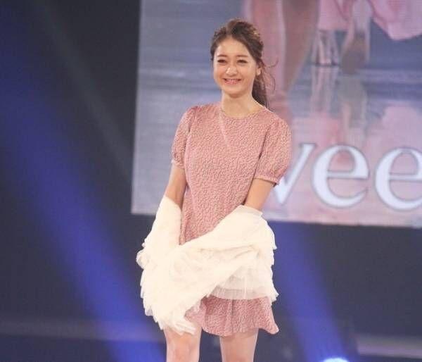 池田美優、ミニワンピで健康美脚を披露