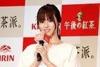 深田恭子、スリット衣装で登場 「良い香り」「色っぽい」に照れ笑い