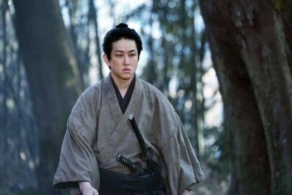 横山裕、20年ぶり忠臣蔵作品 『決算!忠臣蔵』本格的な殺陣にも初挑戦