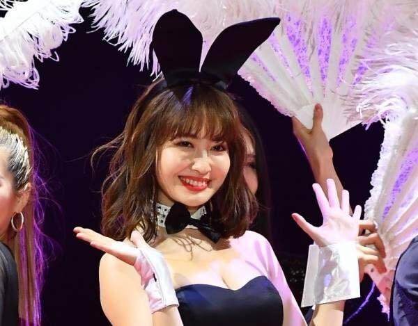 小嶋陽菜、セクシーなバニーガール姿で美ボディ披露