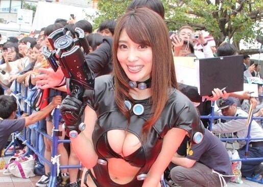 森咲智美、Gカップ巨乳あらわなGANTZスーツ姿で悩殺