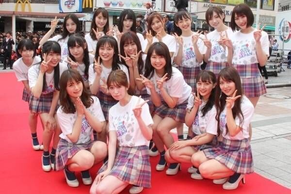 NMB48に沖縄のファン歓声! レッドカーペットで笑顔はじける