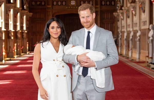 ヘンリー王子&メーガン妃、第1子をお披露目「とても幸せです」