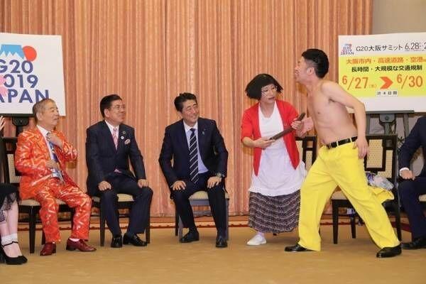 """安倍首相、""""乳首ドリル""""に笑顔! 吉本芸人が首相官邸を表敬訪問"""