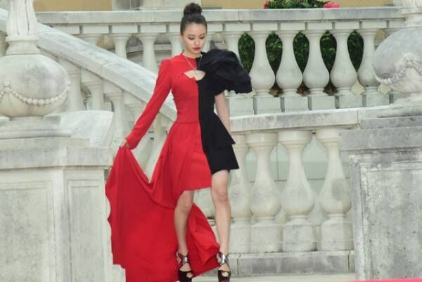 山本舞香は美脚、マギーは華奢な肩を…『東京喰種S』女優陣華やかドレス
