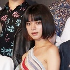 池田エライザ、セクシーな肩出しドレスで色気放つ