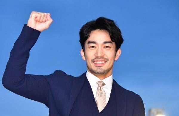 大谷亮平、CMで共演した中村倫也と賀来賢人は「色気を感じた」