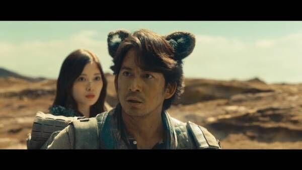 岡田准一、猫耳姿で「ニャンだって!?」土屋太鳳・白石麻衣ら爆笑