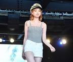 瑛茉ジャスミン、水着コーデで美脚全開!「TGC BEACH」トップ飾る