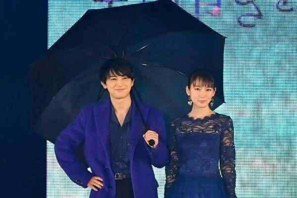 吉沢亮、吉岡里帆と相合傘! 生アフレコも披露「めっちゃ緊張」