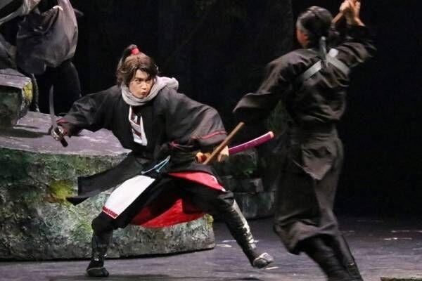 """佐野勇斗、華麗な殺陣を披露! 初主演舞台『里見八犬伝』で""""剣の達人""""に"""
