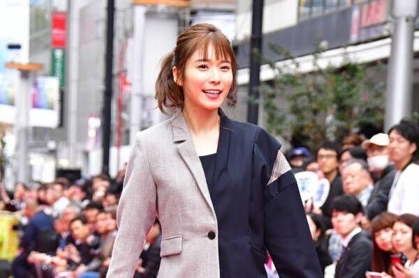 松岡茉優、渋谷の街に作られたランウェイを闊歩「潔さに感動しました!」