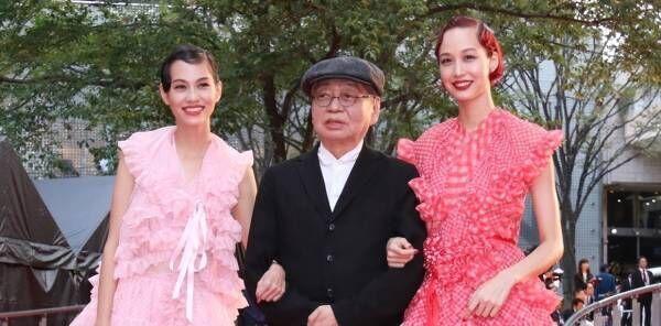 水原希子&佑果姉妹、ミニスカで美脚共演! 東京国際映画祭にそろって登場