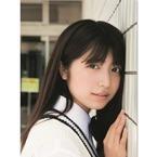 吉田莉桜、可憐なる美少女JKの日常表現! 水着ショットも披露