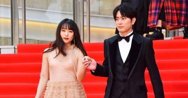 桜井日奈子、胸元セクシーなシースルードレスで魅了