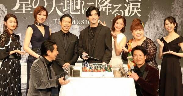 新田真剣佑、誕生日サプライズで特製ケーキに大はしゃぎ「すげー!」