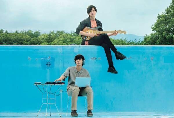 新田真剣佑のアキ&北村匠海の颯太による、Wボーカル曲公開! 2人の歌声が重なる