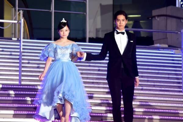 橋本環奈、リアルシンデレラなドレス姿! 片寄涼太の王子的エスコートでファン悲鳴