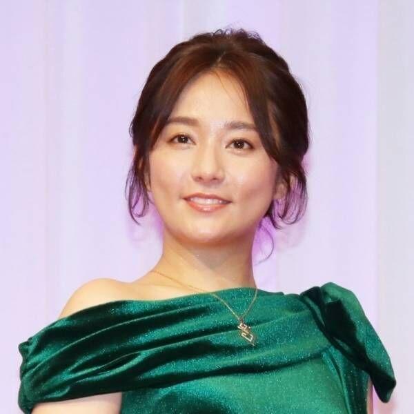 木村文乃、肩出しドレスで色気放つ! 表彰式で「素敵なパワーをいただいた」