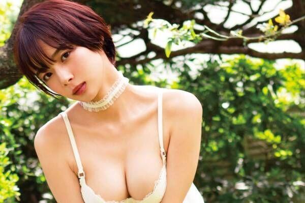 プロ雀士グラドルの岡田紗佳、4年半ぶりのグラビアDVDでセクシー