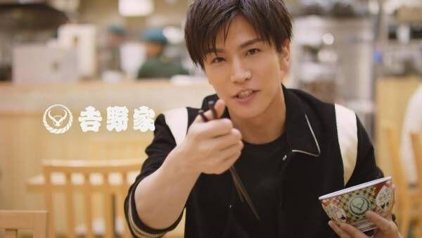 岩田剛典、吉野家CMで豪快な食べっぷり披露「男らしく、荒々しく…」