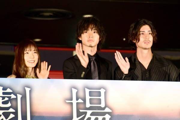 山崎賢人&松岡茉優、無観客の映画館に「不思議」ポン・ジュノ監督から称賛も