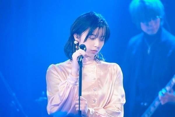 adieu(上白石萌歌)、「よるのあと」ライブ映像を公開