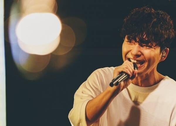 星野源、10周年記念配信ライブ開催! 原点の地でファンに感謝「ありがとう」