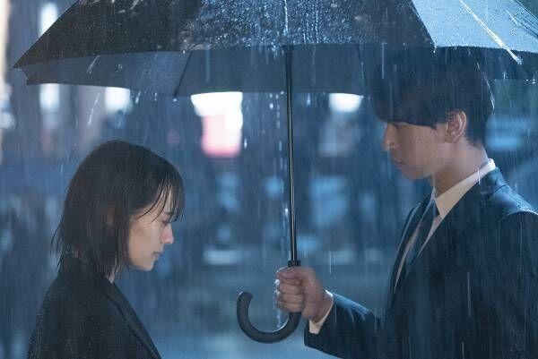 雨の中、大倉忠義が傘を差し出し…『窮鼠』吉田志織があざとかわいい女子に