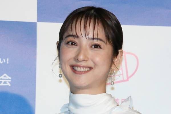 佐々木希、夫・渡部の不倫騒動後初の公の場 笑顔で「みんなで安心マーク」PR