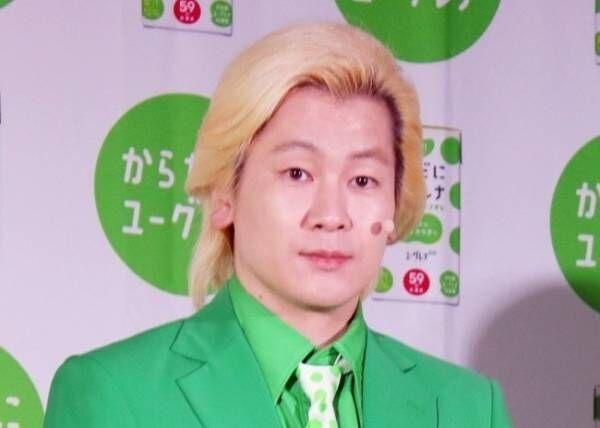 カズレーザー、緑スーツ姿を初披露「髭男爵のひぐちさんって…」