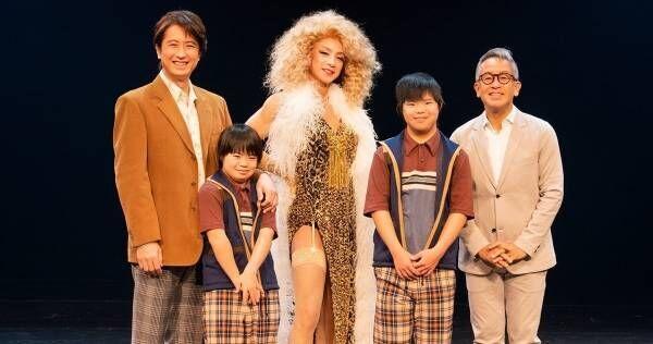 東山紀之主演『チョコレートドーナツ』開幕 カーテンコールに観客総立ち