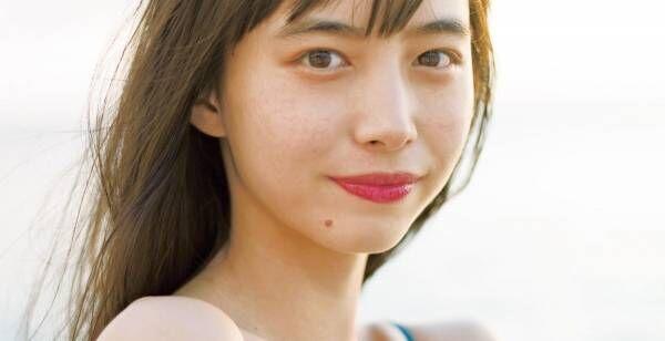井桁弘恵、初カレンダーの表紙&特典カット公開 スレンダーな水着姿も