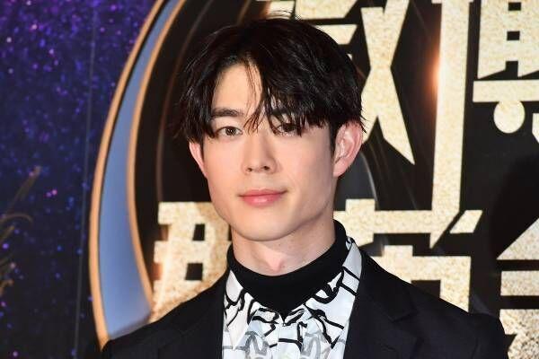 宮沢氷魚、WEIBO若手俳優賞を受賞! 中国語&英語でスピーチ