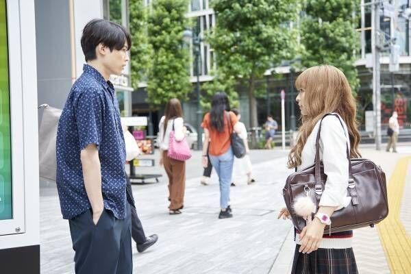 松村北斗、美女から逆ナンされるも塩対応? 『ライアー×ライアー』本編映像