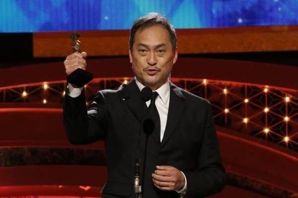 渡辺謙、最優秀助演男優賞でブロンズ掲げ「福島のみなさん! 獲りました」