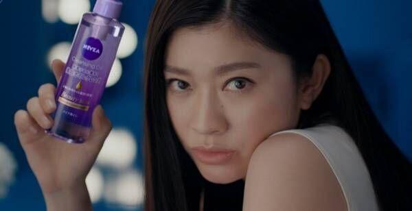 篠原涼子、美肌披露&挑発的な視線で「満たされない…」アネゴ感全開CM