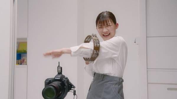 伊藤沙莉、子供を笑顔にすべく奮闘! 激しいタンバリン演奏にも挑戦【動画あり】