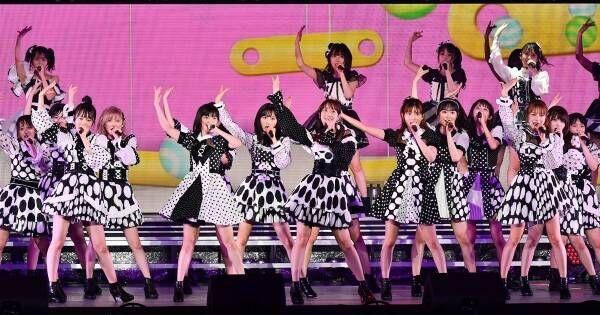 """AKB48、""""かわいい""""から""""セクシー""""まで…48曲ノンストップで見せた底力"""