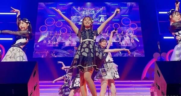 鈴木亜美、AKB48公演でセンター 圧巻パフォーマンスに反響「凄すぎる」